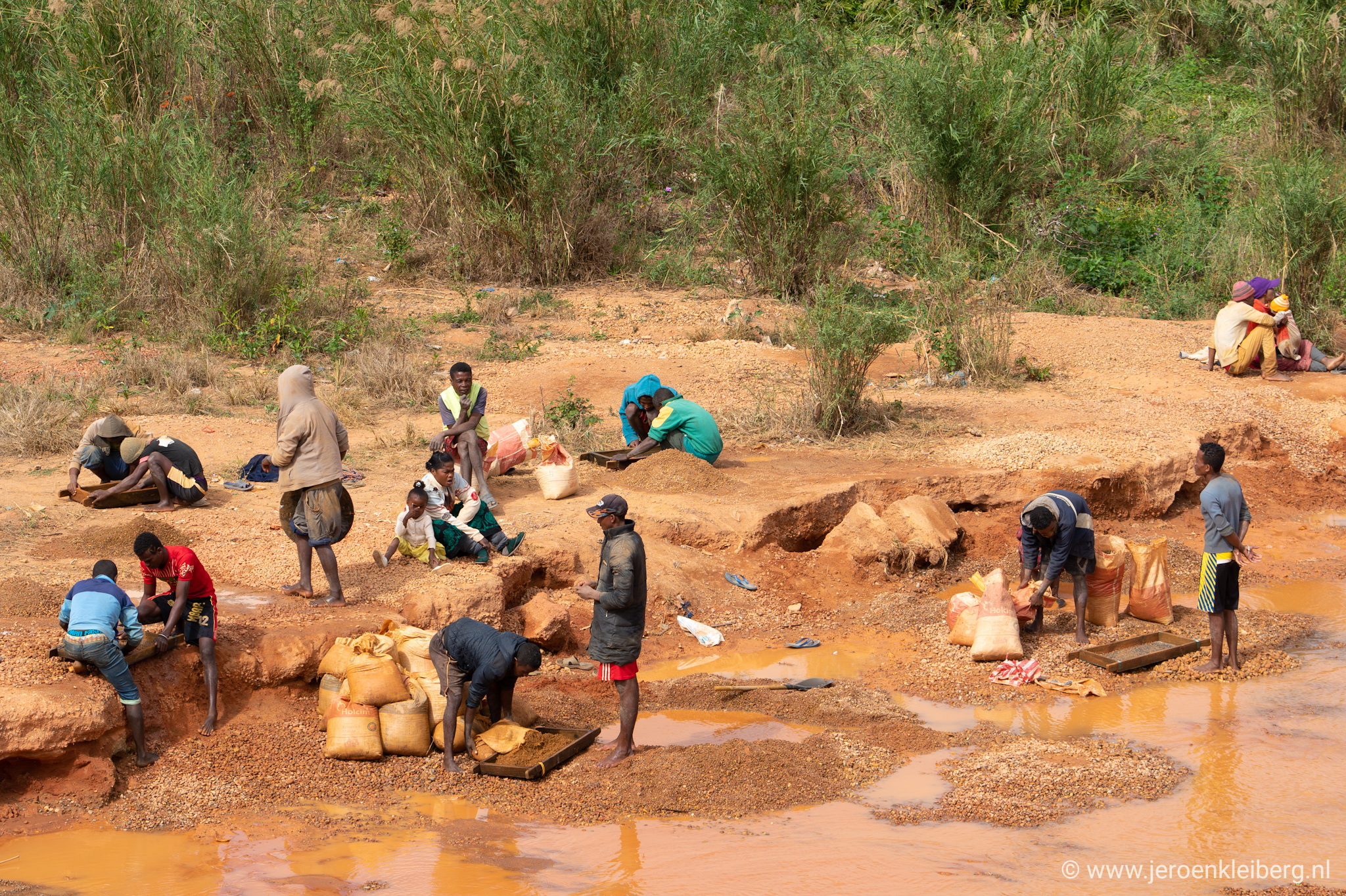 Sapphire mining Madagascar